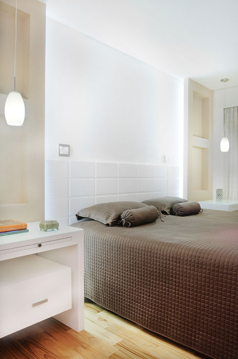 Rústico e clássico marcam a decoração de apartamento