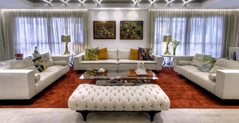Para acomodar uma grande família em um mesmo imóvel, os proprietários pediram a unificação de dois apartamentos do andar, totalizando 400m²de área útil.