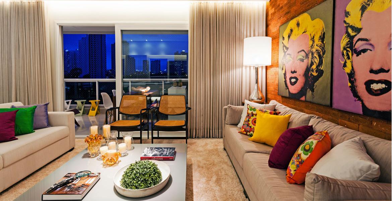 Neste apartamento, a linguagem moderna, leve e colorida prevalece na decoração dos ambientes.