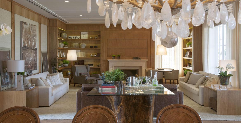 Casa de veraneio com decoração rústica e contemporânea tem espaços pensados para receber muitos amigos.