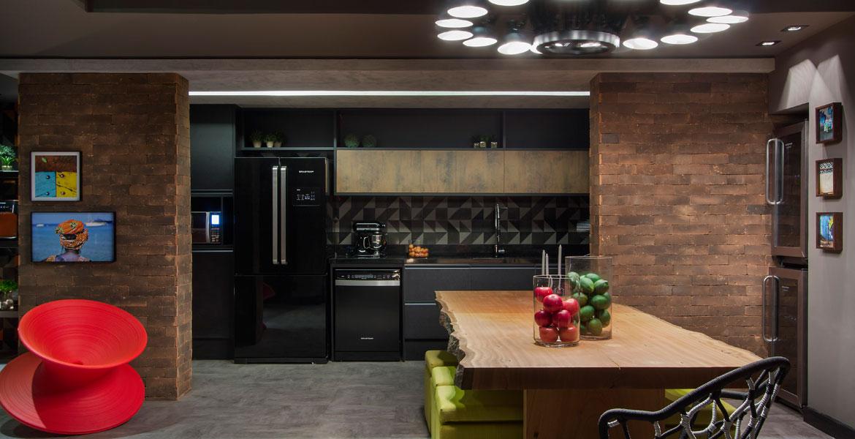 O Lounge Gourmet Brastemp ambientado por Rodrigo Costa e Alessandra Marques apresenta um espaço de encontro onde são preparados saborosos pratos.