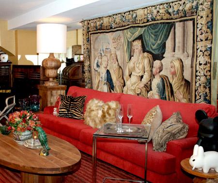 Sala Conceito: Os tecidos utilizados são adequados ao clima tropical, produzidos em linho e algodão, damascos de seda e pinceladas de veludo.
