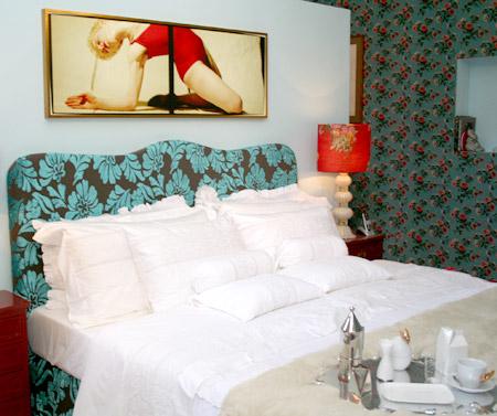 Suíte Ana Hickman - destaque para a cabeceira da cama em veludo nacional.