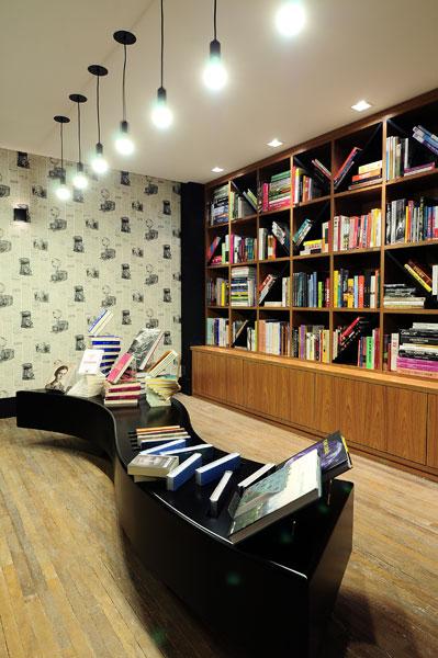 Livraria tem decoração criativa