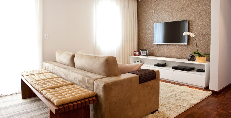 Apartamento de 85m², em bairro nobre de São Paulo, passou por reforma para ampliar espaços com modernidade e leveza.