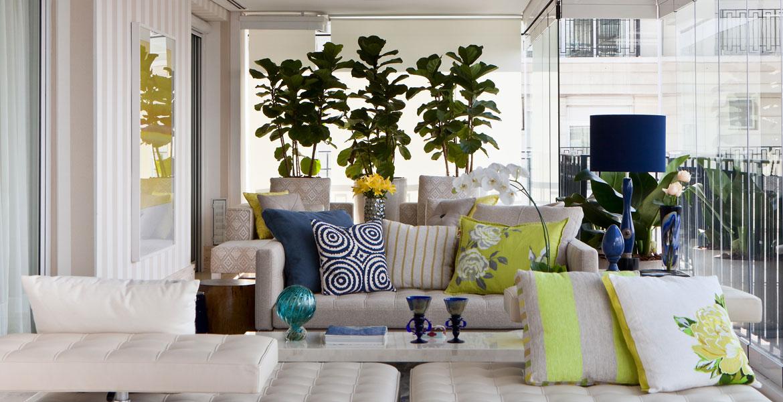 Para deixar a varanda convidativa e agradável, acomodações de estar e gourmet foram utilizadas pela arquiteta Marília Veiga.