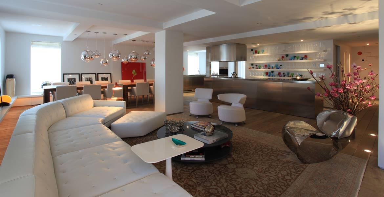 Para satisfazer o gosto do morador, foram utilizados elementos musicais e artísticos em toda a decoração do apartamento.