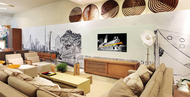 Decoração de loft urbano prioriza o uso da madeira