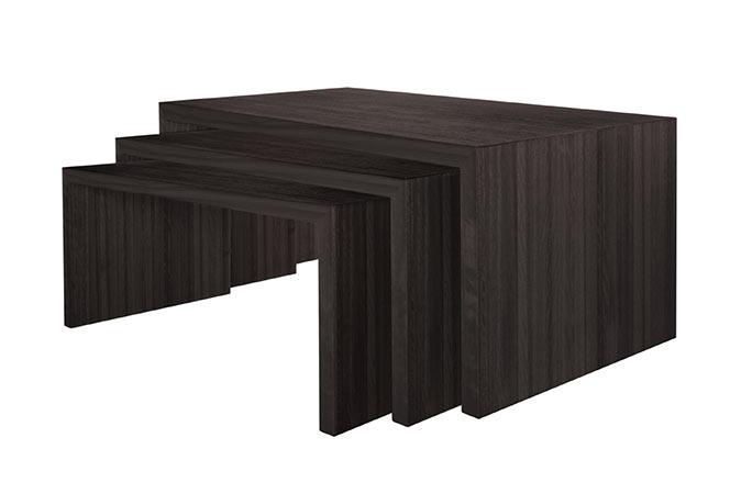 As mesas de centro têm o papel de servir de apoio para quem está sentado no sofá e até de decorar. Confira algumas ideias e inspire-se!<br>- Mesa de centro U.<br>- Assinado por Futon Company.<br>- Material: Painel de eucalipto maciço.<br>- Cor: Disponível em natural, âmbar ou kafé.<br>- Medidas: 45x80x34 cm, 45x100x46 cm e 45x90x40 cm.