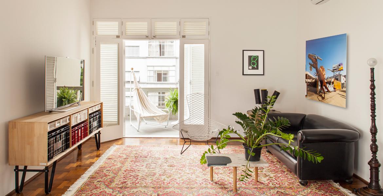 Esse apartamento da década de 50, localizado no bairro de Higienópolis, São Paulo, nunca havia sido reformado.  O objetivo do projeto era abrir os espaços para dar amplitude aos 200m² do imóvel.