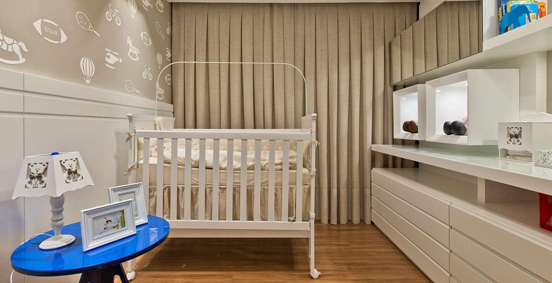 Quarto de bebê com decoração clássica
