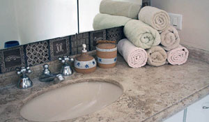 Organize e ganhe espaço no armário dobrando corretamente as toalhas