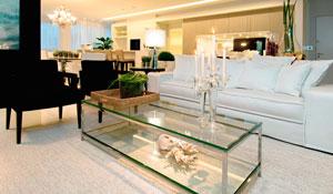 Sala de estar e jantar integradas tornam ambiente aconchegante