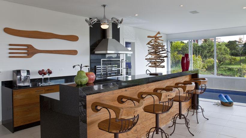 Casa de veraneio tem integração de ambientes