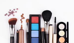 Como limpar esponjas e pincéis de maquiagem