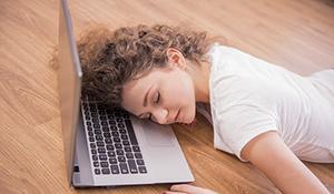 6 itens da casa que provocam sono e cansaço fora de hora