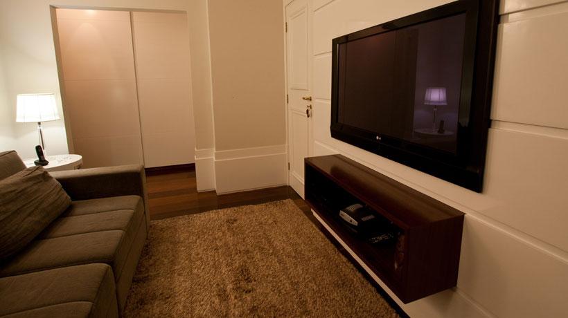 Sala de tv com tapete