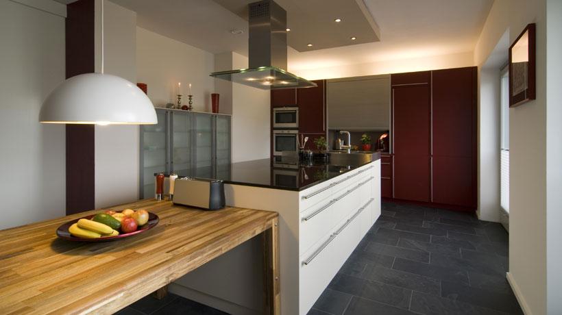 Cozinha com piso de ardósia