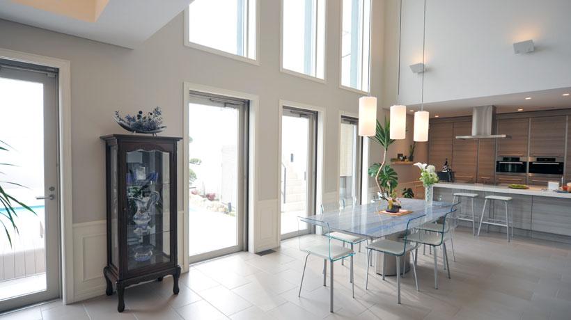 paredes com vidros em cozinha