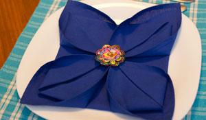 Como fazer uma flor de lótus com guardanapo