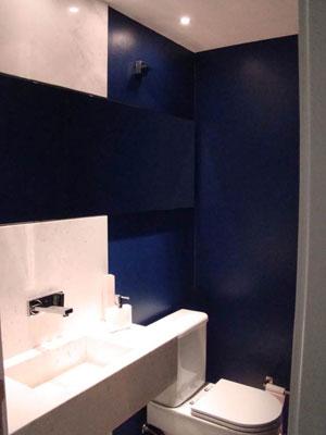 banheiro com cor escura