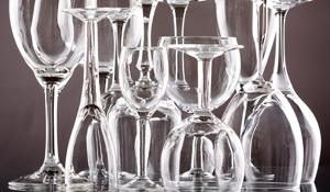 Como organizar as taças de vinho à mesa