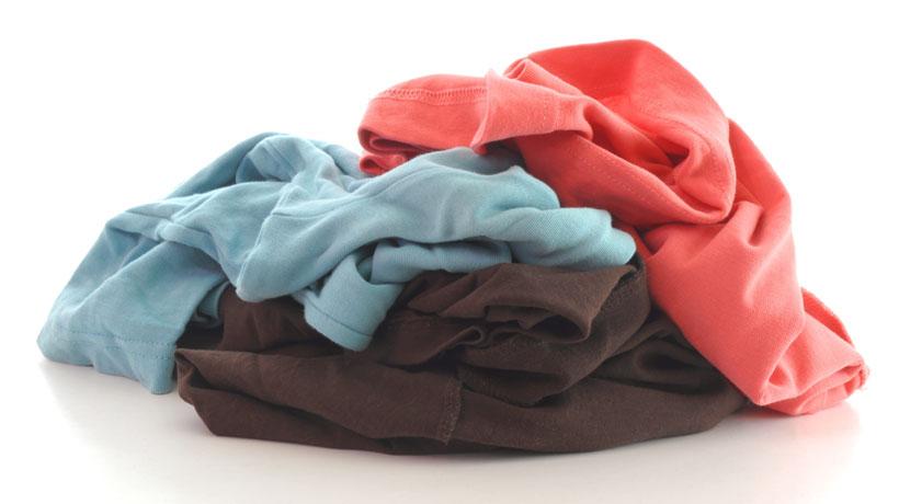 pilha de roupa suja