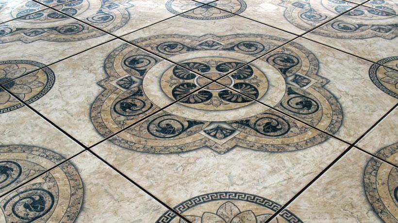 Piso de cerâmica com desenhos