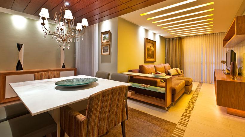 sala com iluminação amarelada