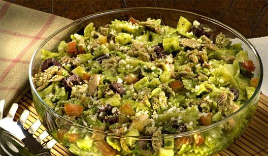 Salada ao pesto com castanha do pará