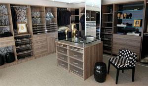 Closet ajuda a organizar roupas e acessórios