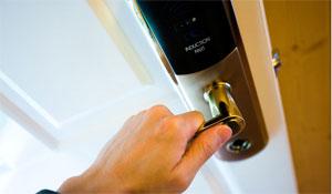 Segurança residencial avança com fechaduras digitais