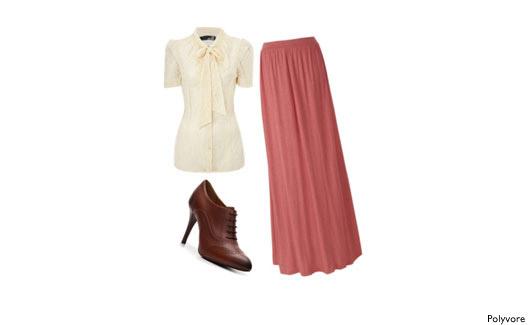 Saia longa, blusinha branca e bota marrom