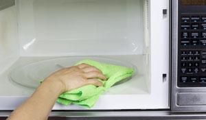 Como limpar seu forno micro-ondas