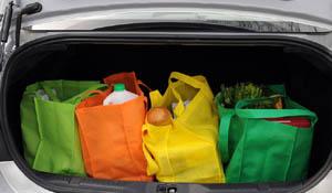 Como organizar as compras no carrinho e no porta-malas