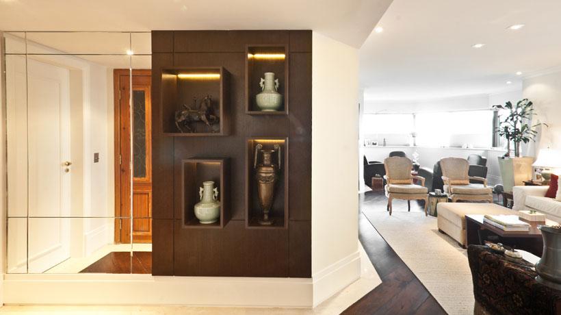 Sala decorada com vasos