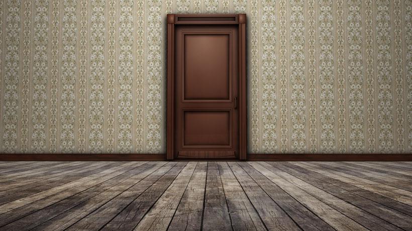 Sala com piso de madeira envelhecido