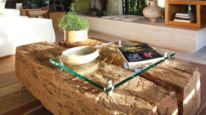 Mesa de centro em madeira de demolição