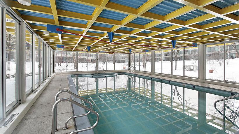 piscina de condomínio