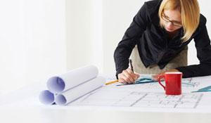 Devo contratar um arquiteto ou designer de interiores?