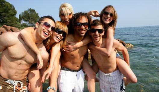 Amigos reunidos na praia