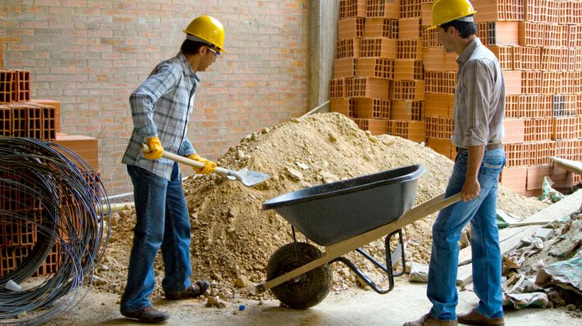 operários trabalhando