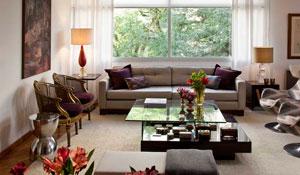 Living com decoração cosmopolita