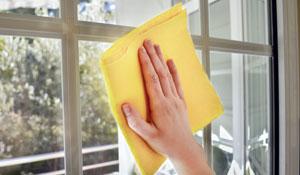 Como remover cola de adesivos