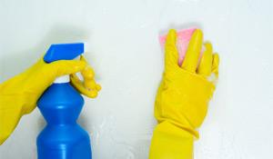 Como limpar paredes e armários da cozinha