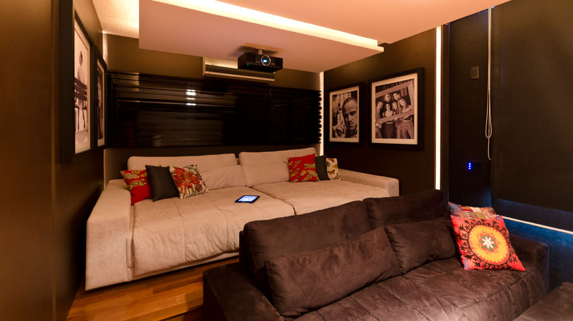 Home theater com almofadas