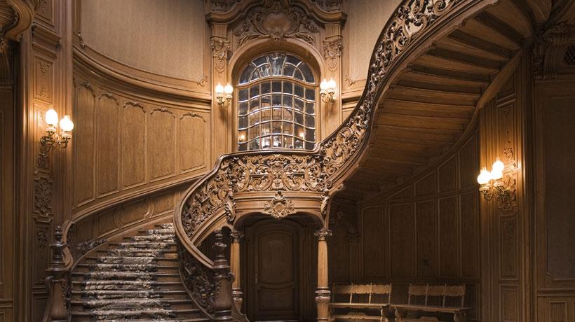 Hall e escada em casa antiga