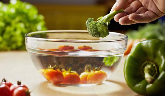 vasilha com água e legumes