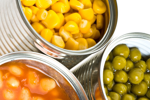 latas de alimentos em conserva abertas