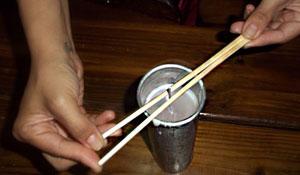 Como fazer uma vela com aspecto rústico